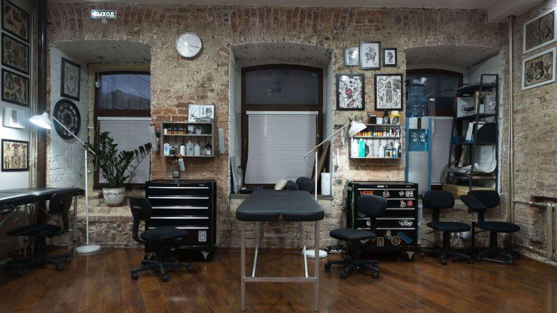 Какая мебель понадобится татуировщику для работы?